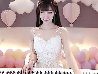 爱跳舞的钢琴手妙妙