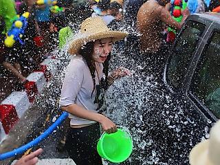 泰国泼水节盛宴现场